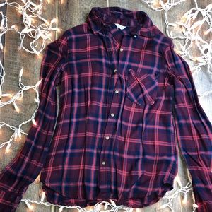 V-neck long sleeve button down shirt